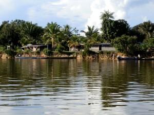(village du haut Maroni - Guyane Française)